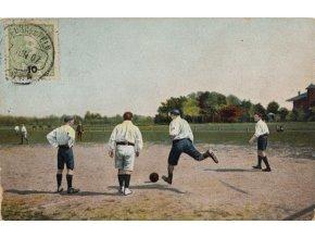 Dobová pohlednice footbalovy zápas, 1907 (1)