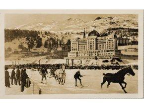 Dobová fotopohlednice, Lyžování na jezeře v St. Moritz (1)