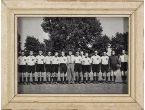 Dobová fotografie v rámu, SK Smíchov, Ant. Puč, 1940 (1)