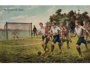 Pohlednice humor fotbal Nearing The Goal (1)