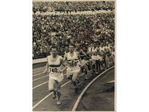 Fotografie , Emil Zátopek při závodu (2)