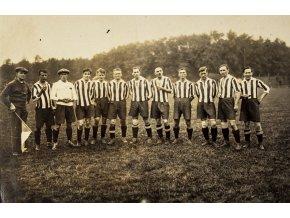 Dobová fotografie, naši fotbalisté v Antverpách (1)