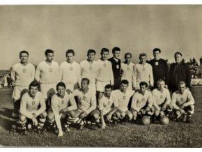 Fotografie, Olympijské mužstvo kopané v Tokiu (1)