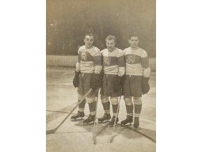 Dobová fotografie hokej, 1. útočná řada 1953 (1)