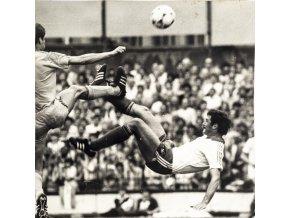 Fotografie, Souboj o míč v pádu, 025