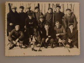 sprt antique 6 17 (37) Dobová fotografie hokejistů.