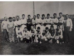 Dobová fotografie fotbalového týmu žáci B, 1961Dobová fotografie žákovského mužstva MV ČSTV Praha, 1961