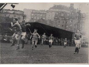 Dobová fotografie , přebor Prahy, žáci, 1959Dobová fotografie , přebor Prahy, žáci, 1959 (1)