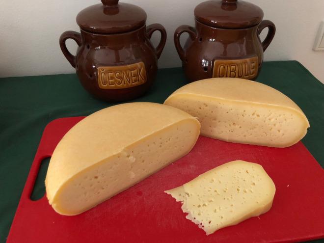 sýry na prkénku