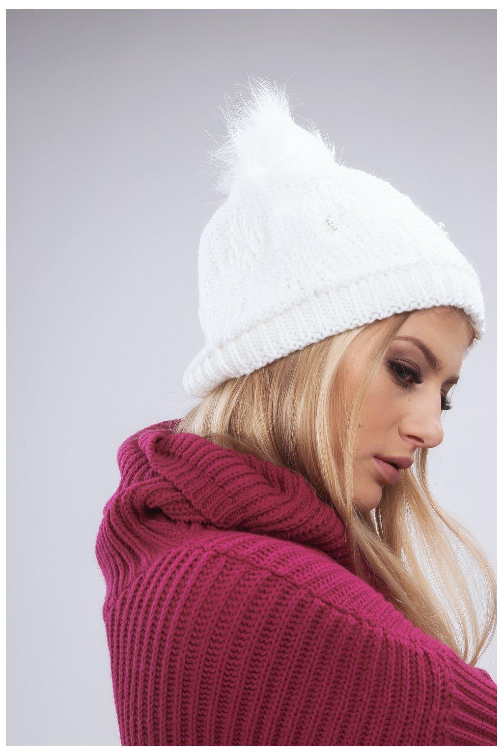Bílá zimní čepice s korálky Fasardi