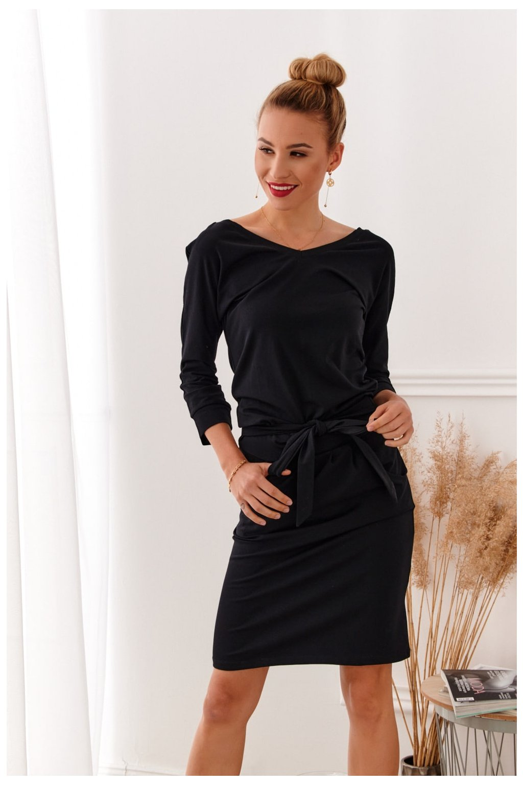 Šaty Fasardi s vázáním v pase - černé