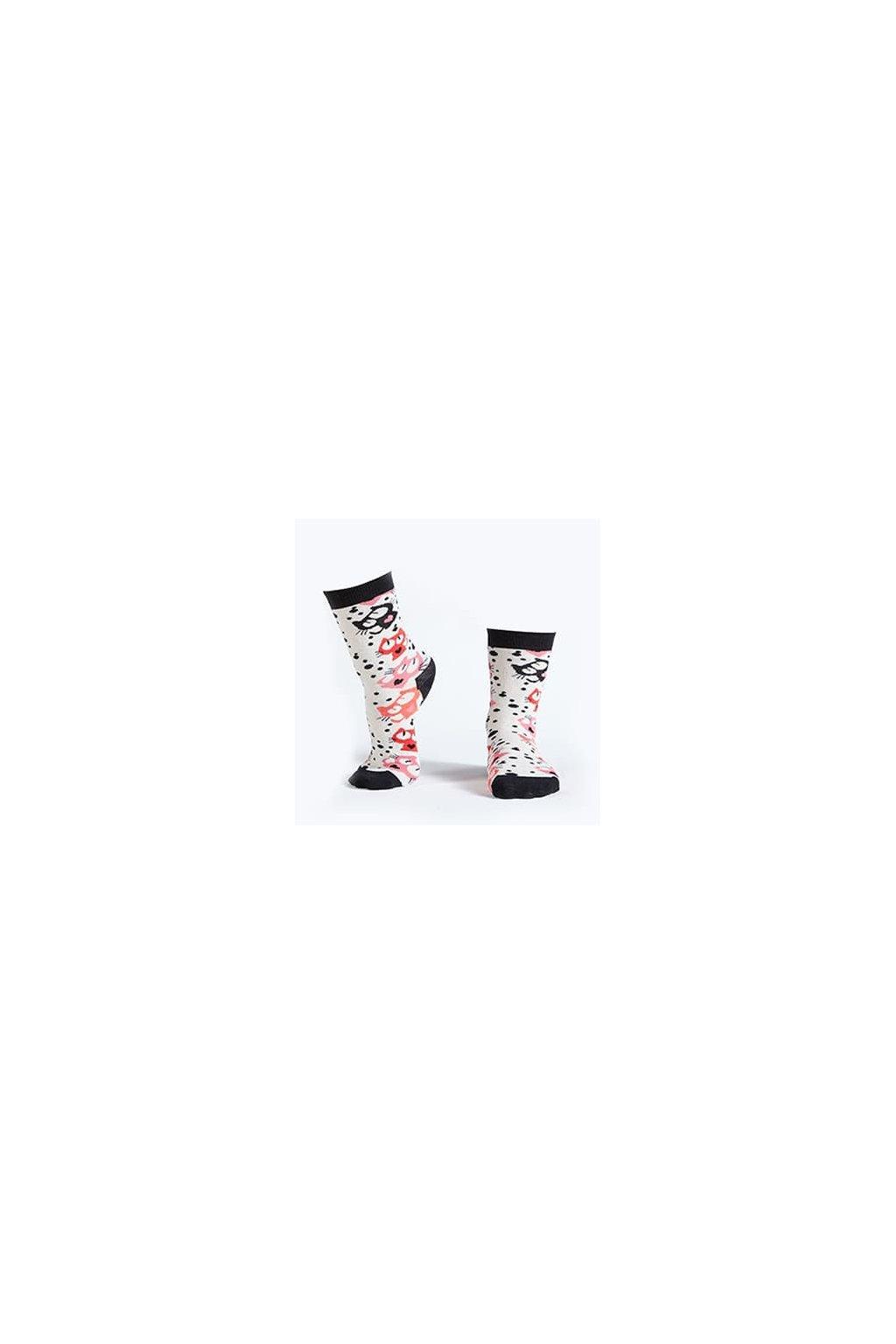 Dámské klasické krémové ponožky s barevnými kočkami