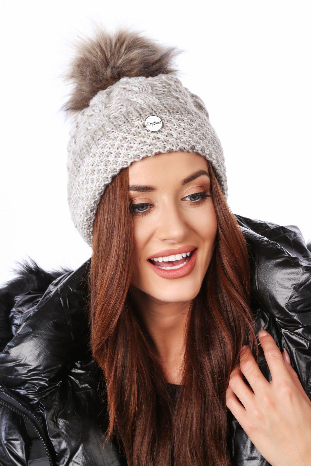 Béžová pletená čepice Fasardi s copánkovým vzorem