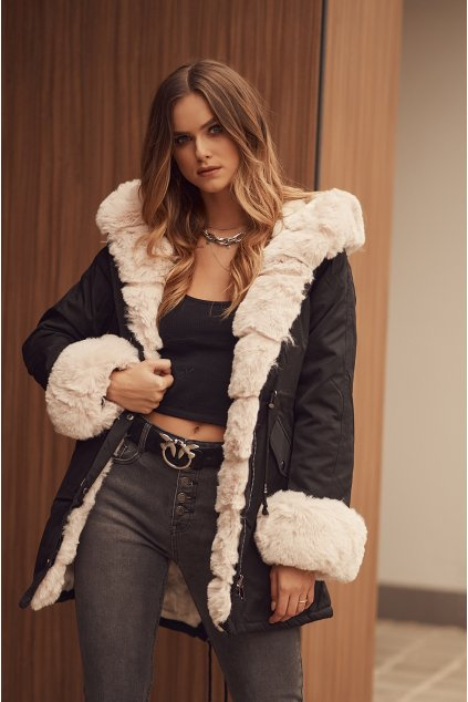 Zimní bunda s kožešinou černá