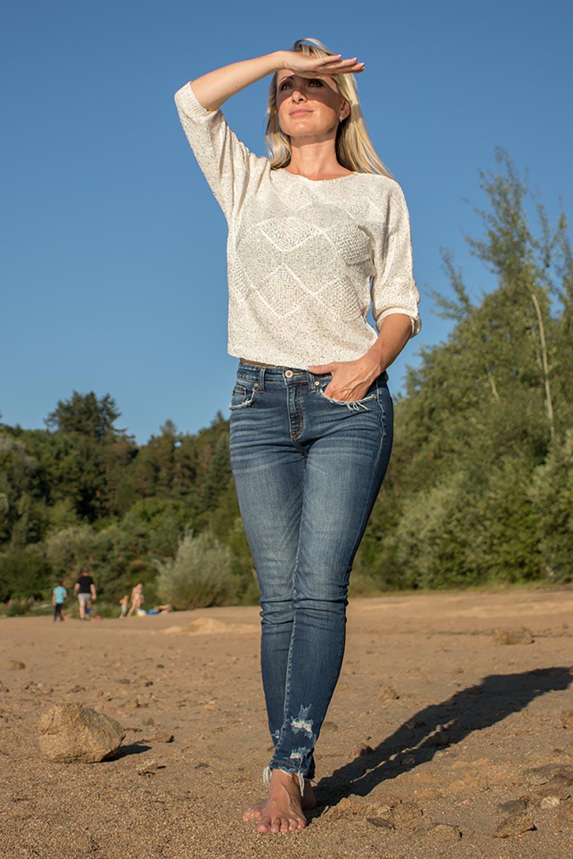 Guess dámský svetr bílý s flitry Velikost: XS
