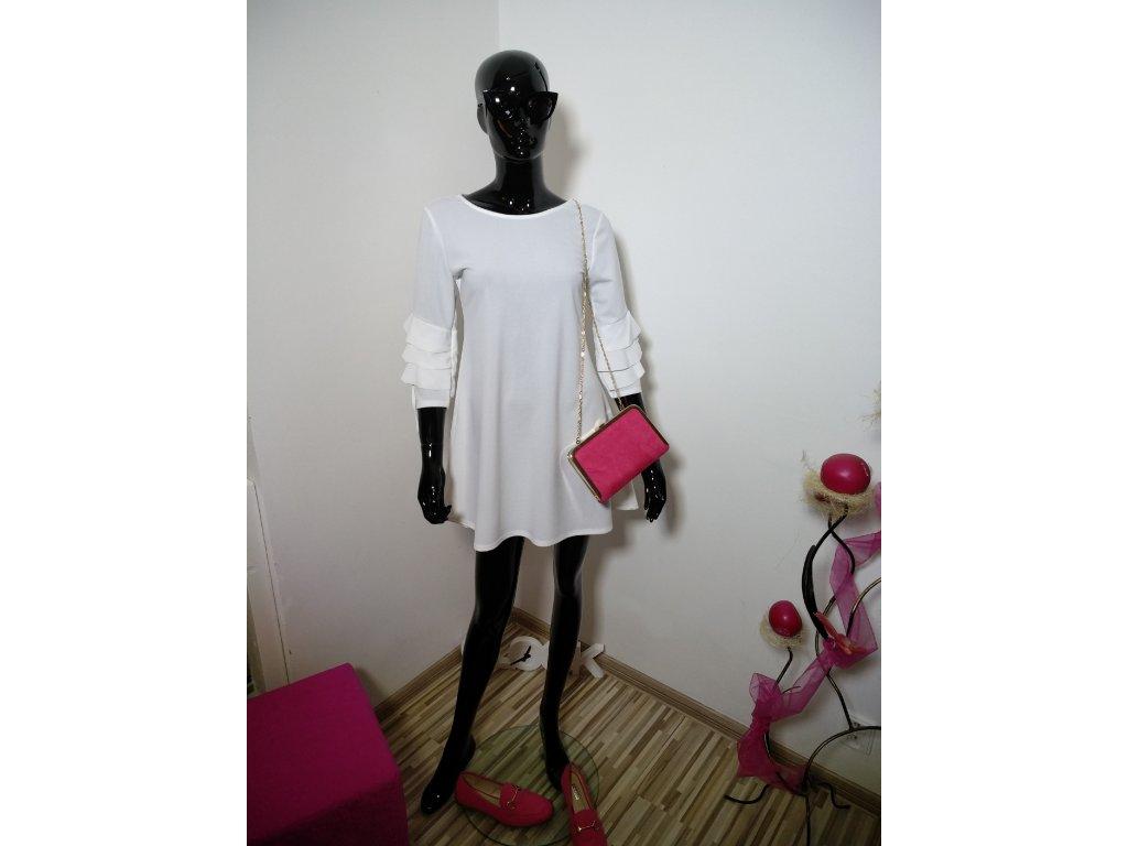 Krásné bílé šaty s volánky na rukávech