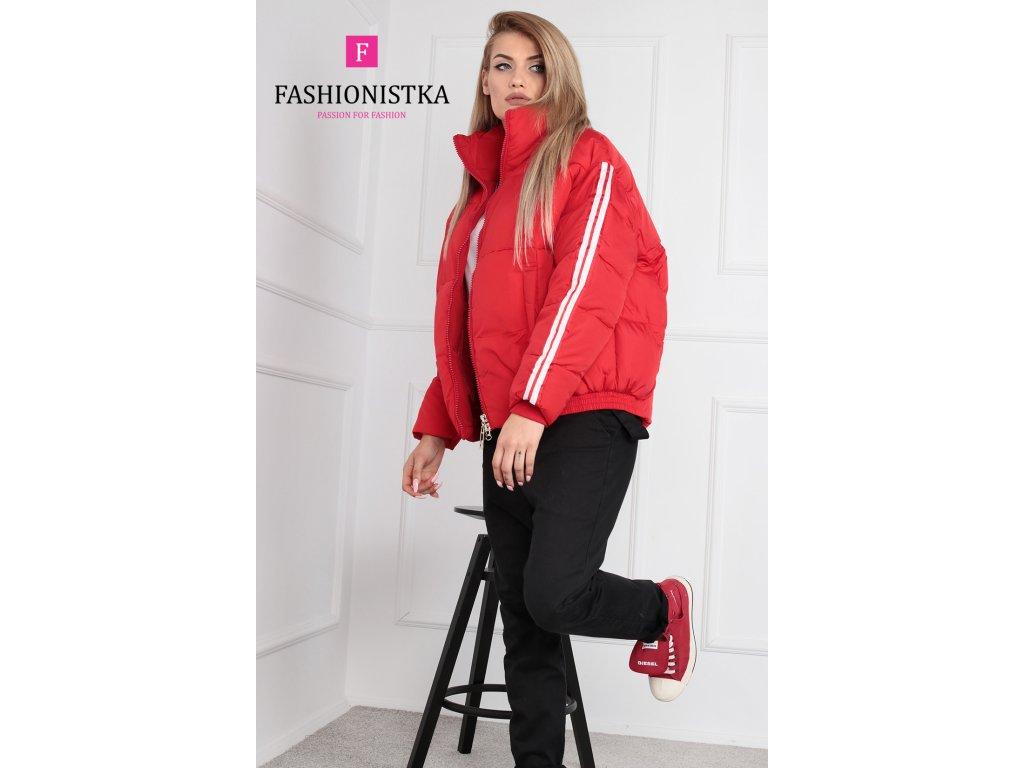 Zimní červená bunda krátká s lampasy