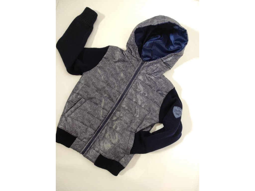 Fashionistka: BUNDA s pletenými rukávy a kapucí