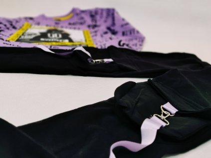 Kalhoty s fialovými kšandami