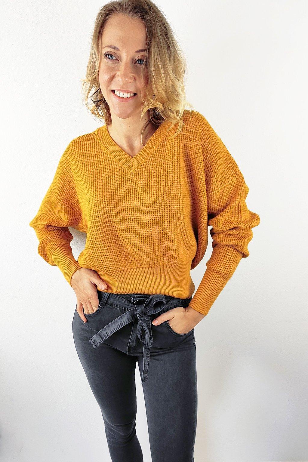 Hnědý dámský svetr (3)