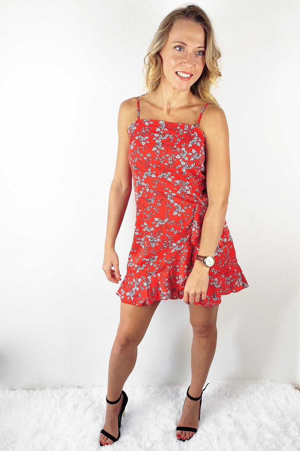 Červené dámské letní šaty na ramínka