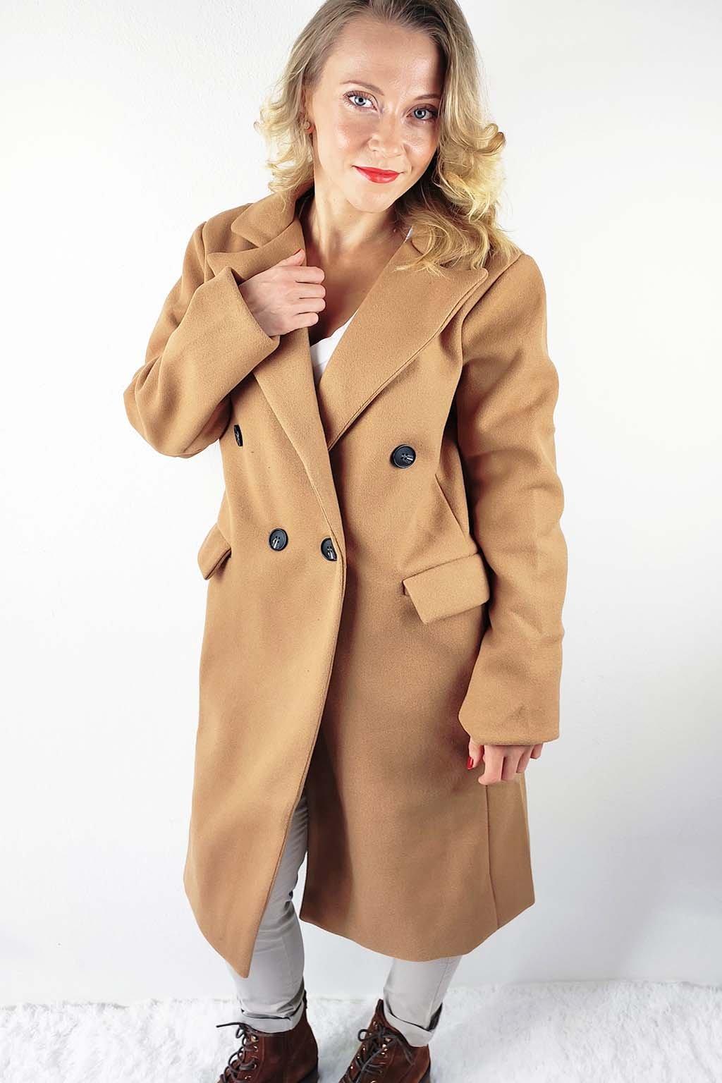 Hnědý dámský dvouřadý kabát