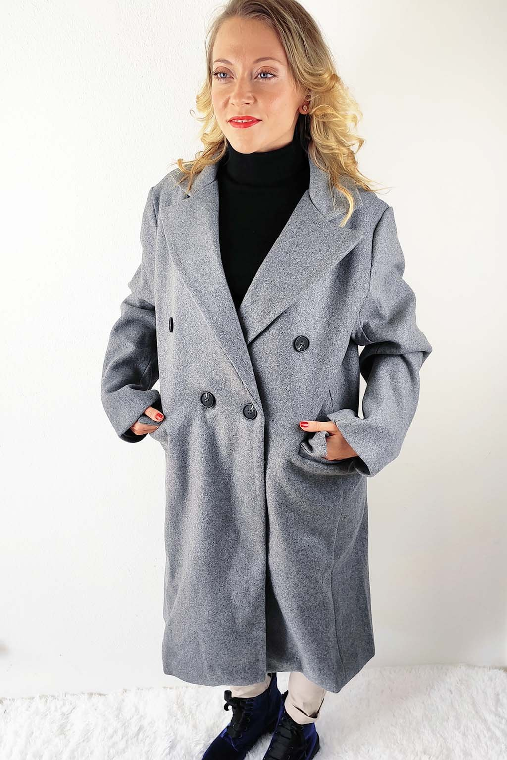 Šedý dámský dvouřadý kabát