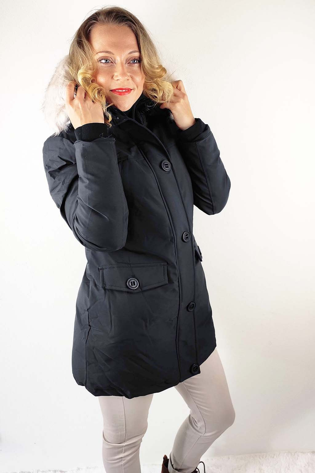 Černá dámská zimní bunda s kapucí