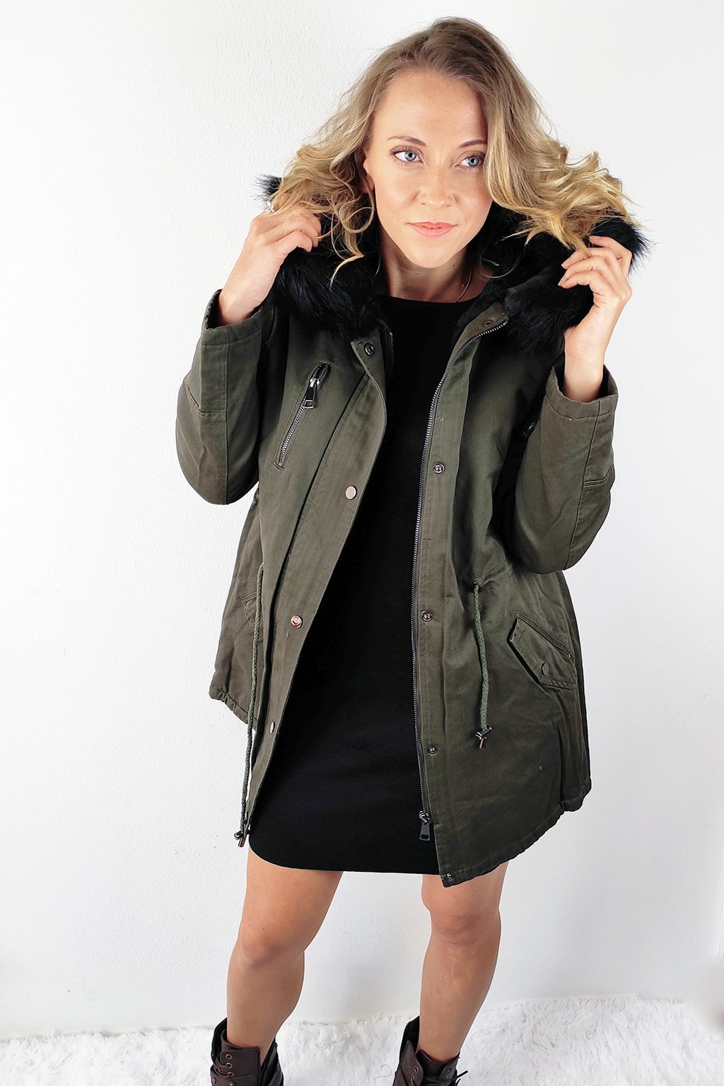 Khaki dámská zimní bunda s kapucí