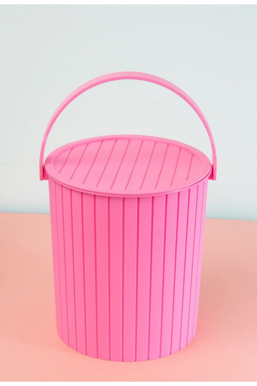 Růžový  designový doplněk