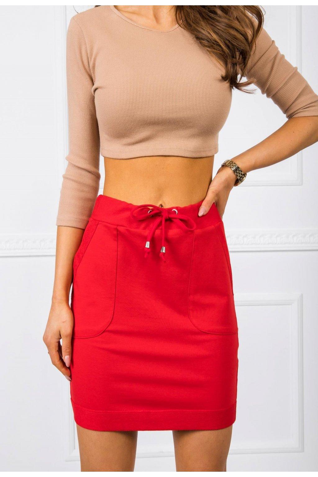 Červená dámská pletená sukně