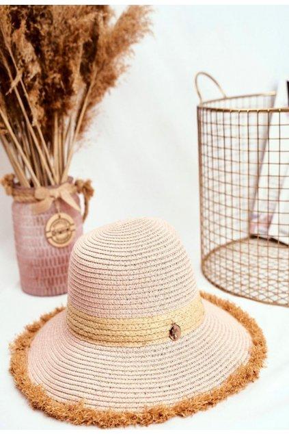 Růžový dámský klobouk