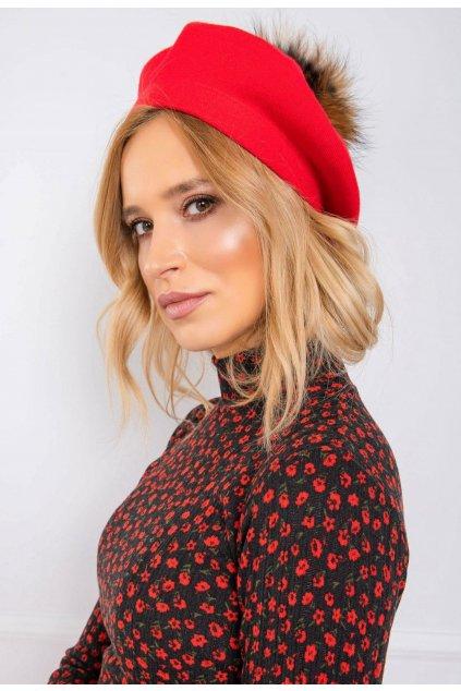 Piros női sapka