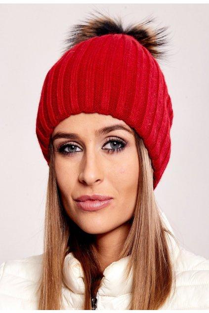 Červená dámska čiapka