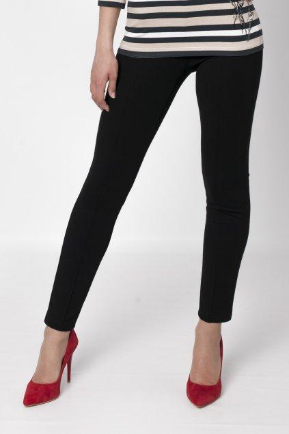 čierne nohavice