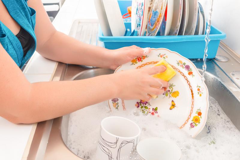 Umíte ho umýt? 3 zásady pro ruční mytí nádobí