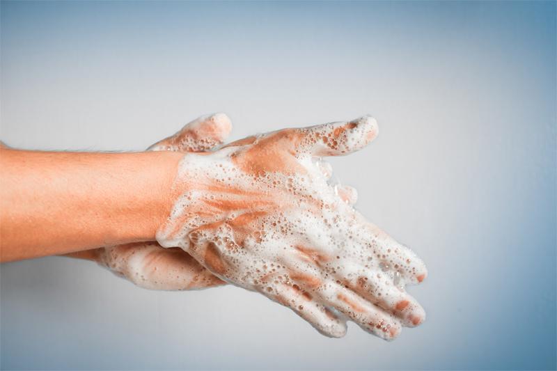 Normální mýdlo a pravidelná hygiena je účinnější než antibakteriální prostředky