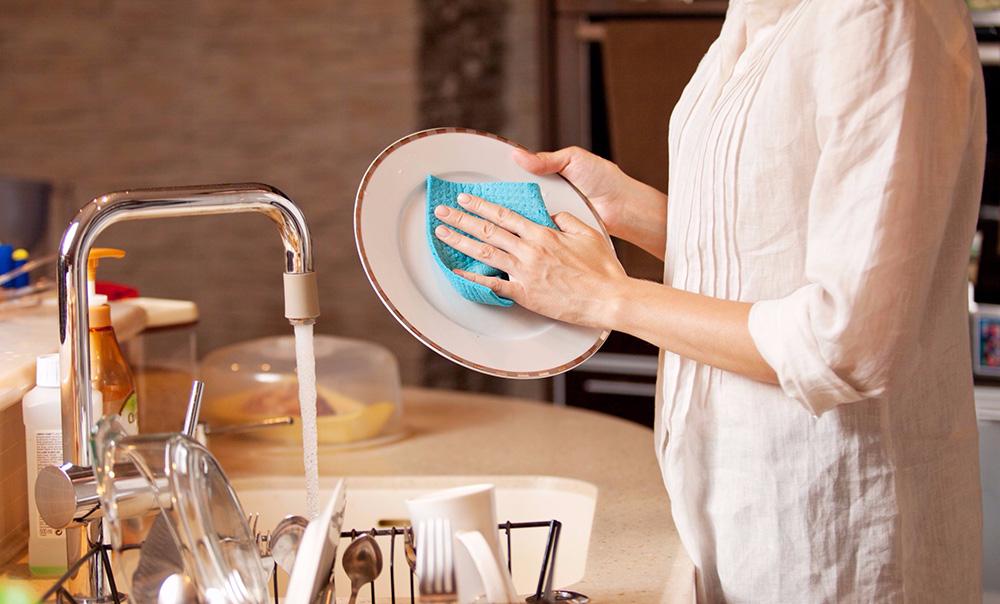 Mytí nádobí, zejména v automatické myčce, nejlépe s naším inovovaným práškem do myčky
