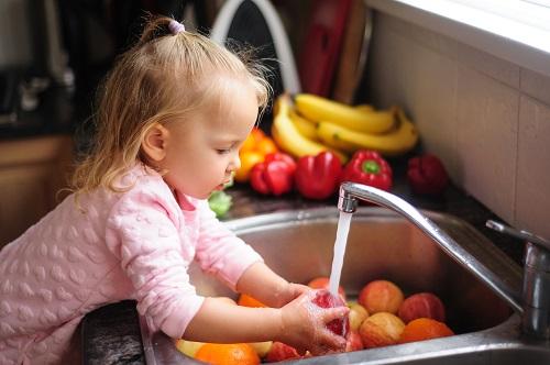 S Feel Eco môžete umyť taniere i niečo na jedenie
