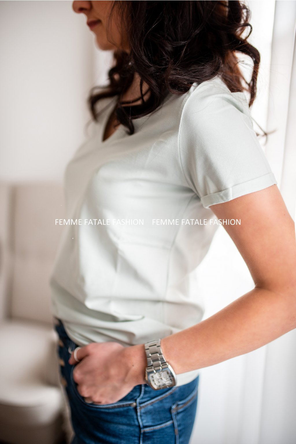 Dámské tričko BASIC V NECK s dekoltem V femmefatalefashion (1)