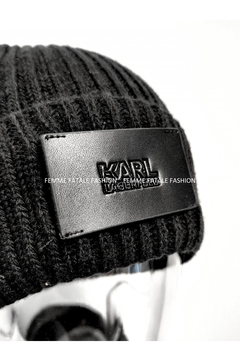 Čepice Karl Lagerfeld Leather Patch Beanie femmefatalefashion (3)