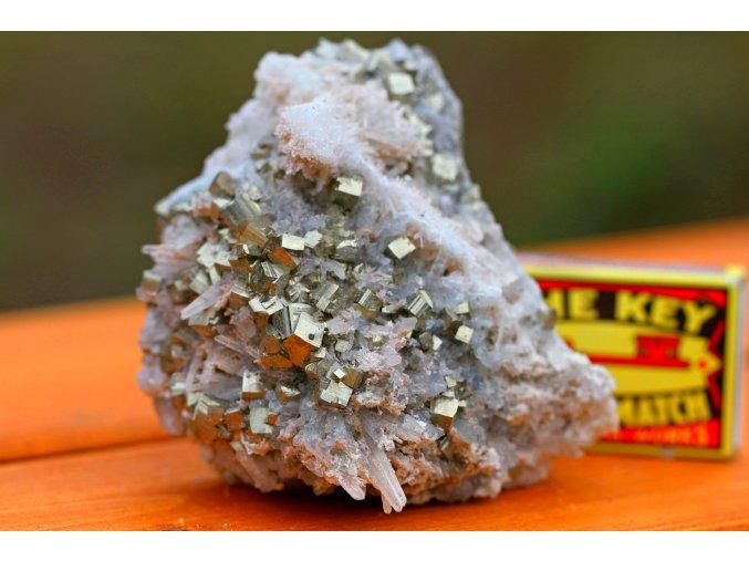 pyrit a křišťál dekorativní kámen 18