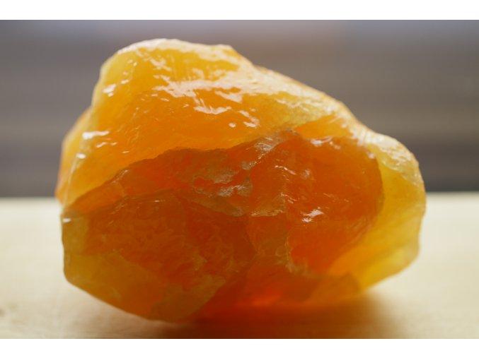 kalcit oranžový přírodní surový 4