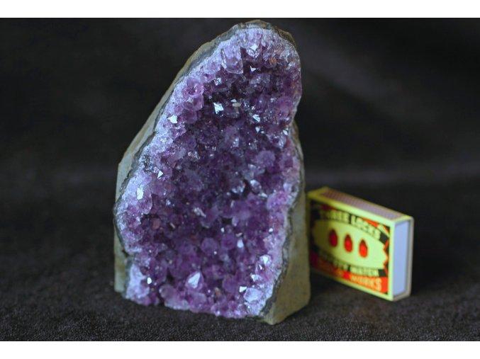 ametyst drůza tmavé krystaly 3
