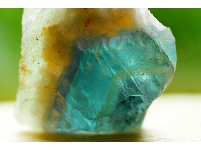 fluorit duhový přírodní surový 7