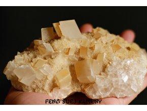 kalcit žluté krystaly 1