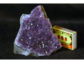 ametyst tmavě fialové krystaly 28