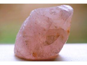 růženín přírodní kámen lásky 1