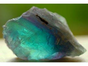 fluorit duhový přírodní surový 34