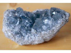 """Celestín - velká drůza se sytými krystaly uspořádanými esteticky svrchu, 1,9 kg!  """"Andělské krystaly"""". Madagaskar. 15,5 x 11,5 x 9 cm"""
